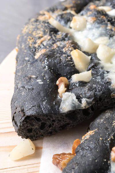Focaccia carbone vegetale