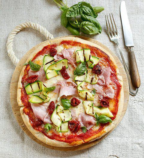 Pizza con prosciutto cotto e pomodorini confit