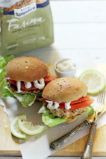 pane con semi di papavero e fish burger