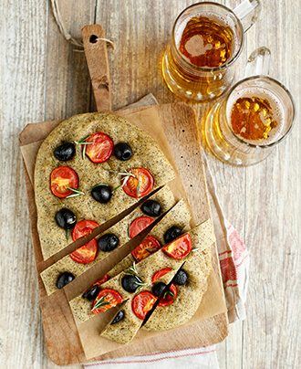 focaccia canapa olive pomodorini