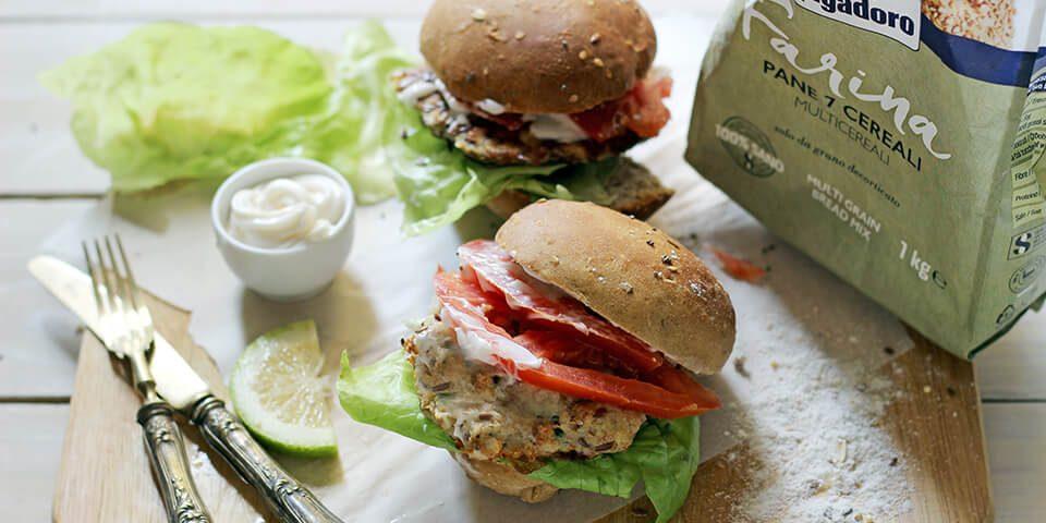 Panini ai semi con fish burger