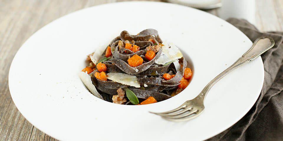 tagliatelle-farina-riso-venere-nero-mix-con-zucca
