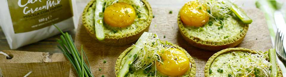 4 mini quiche con uovo e asparagi